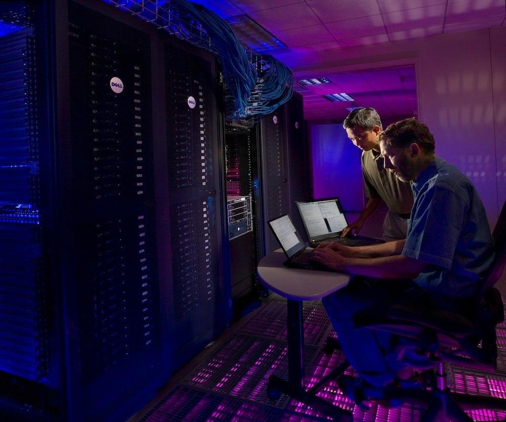 IT-monitoring-science-in-hd-unsplash
